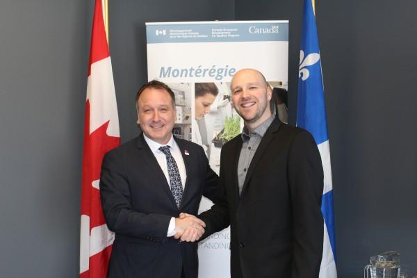 Pierre Breton, député de Shefford et Lukas Dufault, président de KINESIQ inc.