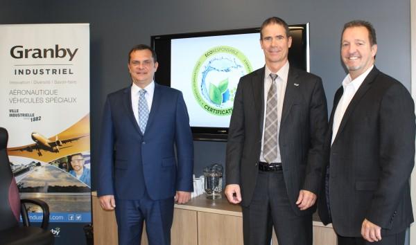 M. Éric Tessier, directeur, développement industriel et M. Patrick St-Laurent, DG de Granby Industriel sont accompagnés par M. Pierre Fillion PDG