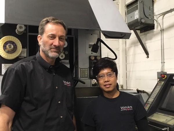 René Von Arx, Vice-président et Bryan Pasion, coupeur au fil chez Von Arx estampillage et matrice inc.