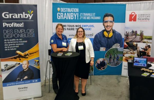 Carole Gatien de Granby Industriel et Véronique Authier de Commerce Tourisme Granby région ont animé le kiosque de Granby Profitez !