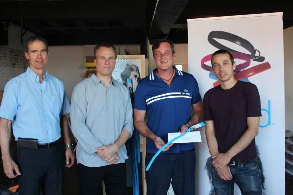Patrick St-Laurent de Granby Industriel et le Maire de Granby, Pascal Bonin, ont visité les installations de Bond Pet à Granby et ont remis aux entrepreneurs, suite à la recommandation de Granby Industriel, une aide financière de 7 500 $ provenant du fonds discrétionnaire de la Ville de Granby.