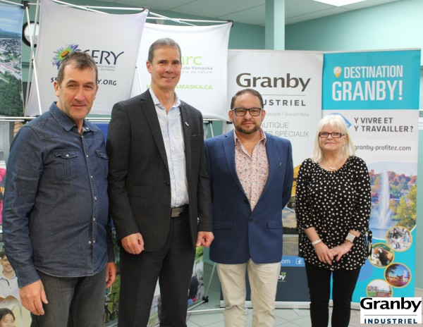 M. Paul Sarrazin, M. Patrick St-Laurent, M. Frey Guevera et Mme Nicole Laverrière.